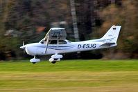 D-ESJG @ EDNY - Cessna 172R Skyhawk [172-81215] Friedrichshafen~D 04/04/2009 - by Ray Barber