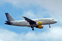 EC-LRS @ EGLL - Airbus A319-112 [3704] (Vueling Airlines) Home~G 04/08/2013. On approach 27L. - by Ray Barber