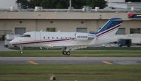 N698RS @ FLL - Challenger 604