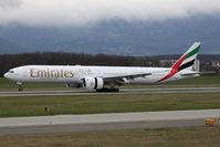 A6-EBU @ LSGG - Landing