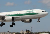 EI-EJI @ MIA - Alitalia