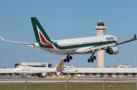 EI-EJJ @ MIA - Alitalia