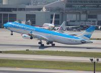LV-CSX @ MIA - Aerolineas Argentinas