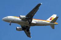 EC-KBX @ EGLL - Airbus A319-111 [3078] (Iberia) Home~G 10/05/2015. On approach 27R.