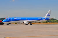 PH-EZB @ EPKK - KLM