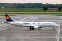 D-AEBB @ LIMC - Embraer Emb-195-200LR [19000316] ( Lufthansa Regional) Milan-Malpensa~I 28/08/2014