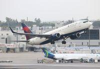 N372DA @ MIA - Delta 737-800