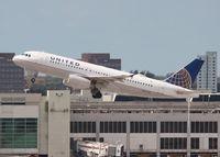 N437UA @ MIA - United A320