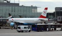 OE-LOB @ EDDF - Frankfurt - Flughafen - Alemania - by Pedro Martinez de Antoñana