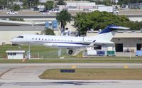 N905T @ FLL - Global Express
