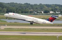 N935AT @ DTW - Delta