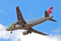 CS-TTJ @ EGLL - Airbus A319-111 [0979] (TAP Portugal) Home~G 30/04/2015. On approach 27R. - by Ray Barber