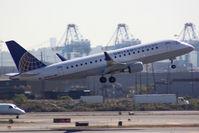 N721YX @ KEWR - Take off