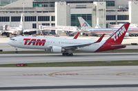 PT-MSW @ MIA - TAM 767-300