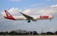 PT-MUA @ MIA - TAM 777-300