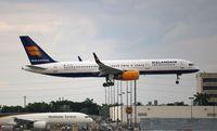 TF-FIN @ MIA - Icelandair 757