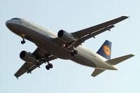 D-AIZA @ EGLL - Airbus A320-214 [4097] (Lufthansa) Home~G 15/05/2010. On approach 27R.