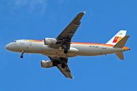 EC-HSF @ EGLL - Airbus A320-214 [1255] (Iberia) Home~G 15/05/2010. On approach 27R.