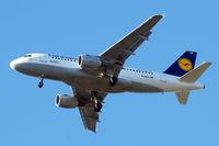 D-AILK @ EGLL - Airbus A319-114 [0679] (Lufthansa) Home~G 12/05/2015. On approach 27R