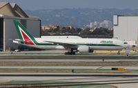 EI-ISO @ LAX - Alitalia