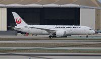 JA826J @ LAX - Japan Airlines