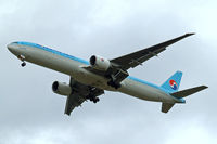 HL7782 @ EGLL - Boeing 777-3B5ER [37643] (Korean Air) Home~G 18/08/2014. On approach 27R. - by Ray Barber