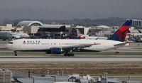 N136DL @ LAX - Delta