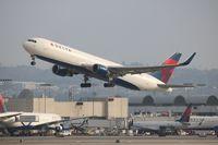 N196DN @ LAX - Delta