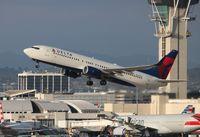 N384DA @ LAX - Delta