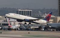 N389DA @ LAX - Delta
