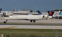 N915XJ @ FLL - Delta Connection CRJ-900