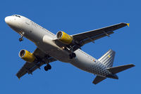 EC-LZZ @ EGLL - Airbus A320-214 [2620] (Vueling Airlines) Home~G 06/03/2015. On approach 27R.
