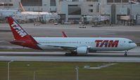PT-MOE @ MIA - TAM 767-300