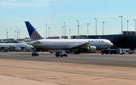 N644UA @ KIAD - Gate D11 Dulles - by Ronald Barker