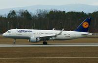 D-AIZZ @ EDDF - Lufthansa, is here touching down RWY 25R at Frankfurt Rhein/Main(EDDF) - by A. Gendorf