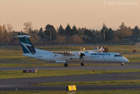 C-GVWE @ CYVR - Westerly landing on south runway. - by Remi Farvacque