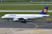 D-AIQW @ EDDL - Lufthansa A320 taxiing out. - by FerryPNL
