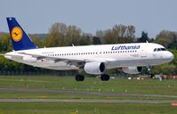 D-AIZG @ EDDL - Lufthansa A320 landing in DUS - by FerryPNL