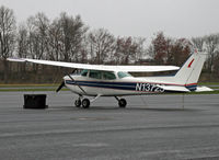 N13725 @ KCDW - Well cared-for 1974-build Skyhawk at Essex County Airport. - by Daniel L. Berek