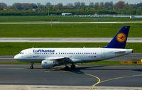 D-AILT @ EDDL - Lufthansa, is here taxing to RWY 05R at Düsseldorf Int'l(EDDL) - by A. Gendorf