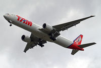 PT-MUE @ EGLL - Boeing 777-32WER [38886] (TAM Airlines) Home~G 18/09/2013. On approach 27R.