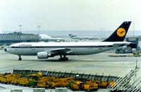 D-AIAN @ EDDF - Lufthansa - by kenvidkid