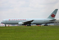 C-FMWV @ EGLL - Taxiing
