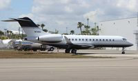 N711SX @ OPF - Global Express