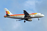 EC-HGR @ EGLL - Airbus A319-111 [1154] (Iberia) Home~G 02/06/2015. On approach 27L.