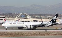 ZK-OKP @ KLAX - Boeing 777-300ER