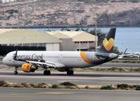 OY-TCH @ LPA - Landing op Las Palmas Gran Canaria - by Willem Göebel