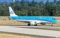 PH-EXF @ EDDF - decelerating after touchdown on runway 07L
