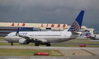 N14242 @ KORD - Boeing 737-800 - by Mark Pasqualino