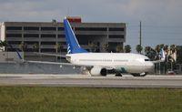 N15751 @ MIA - United 737-700